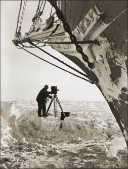 Frank-Hurley-under-the-Bow.jpg