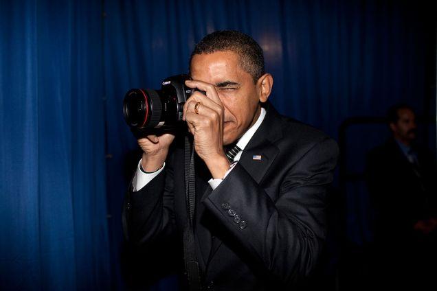 President_Barack_Obama_holding_a_canon_camera